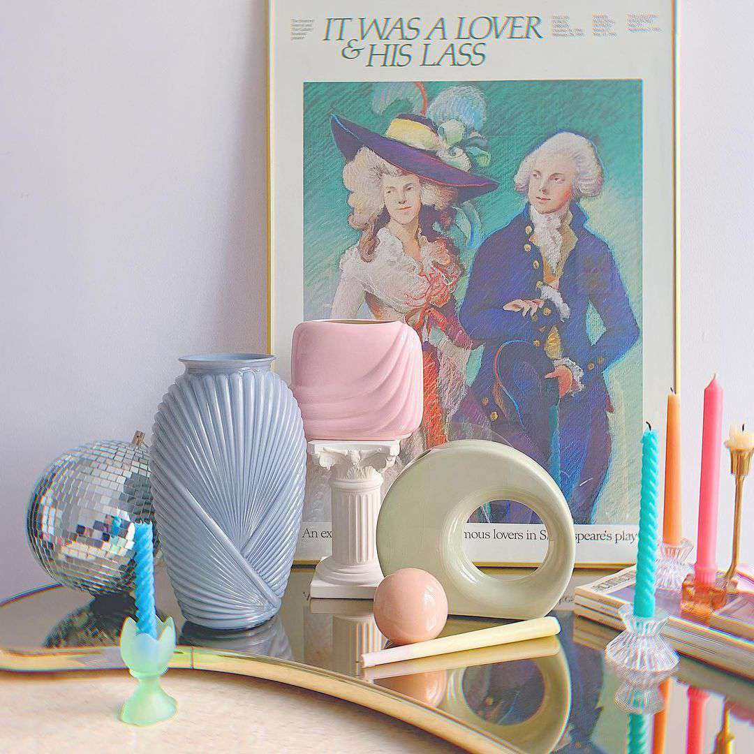 Pastel objects for a book shelf