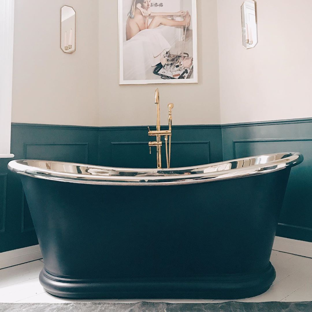 Soaking tub painted green