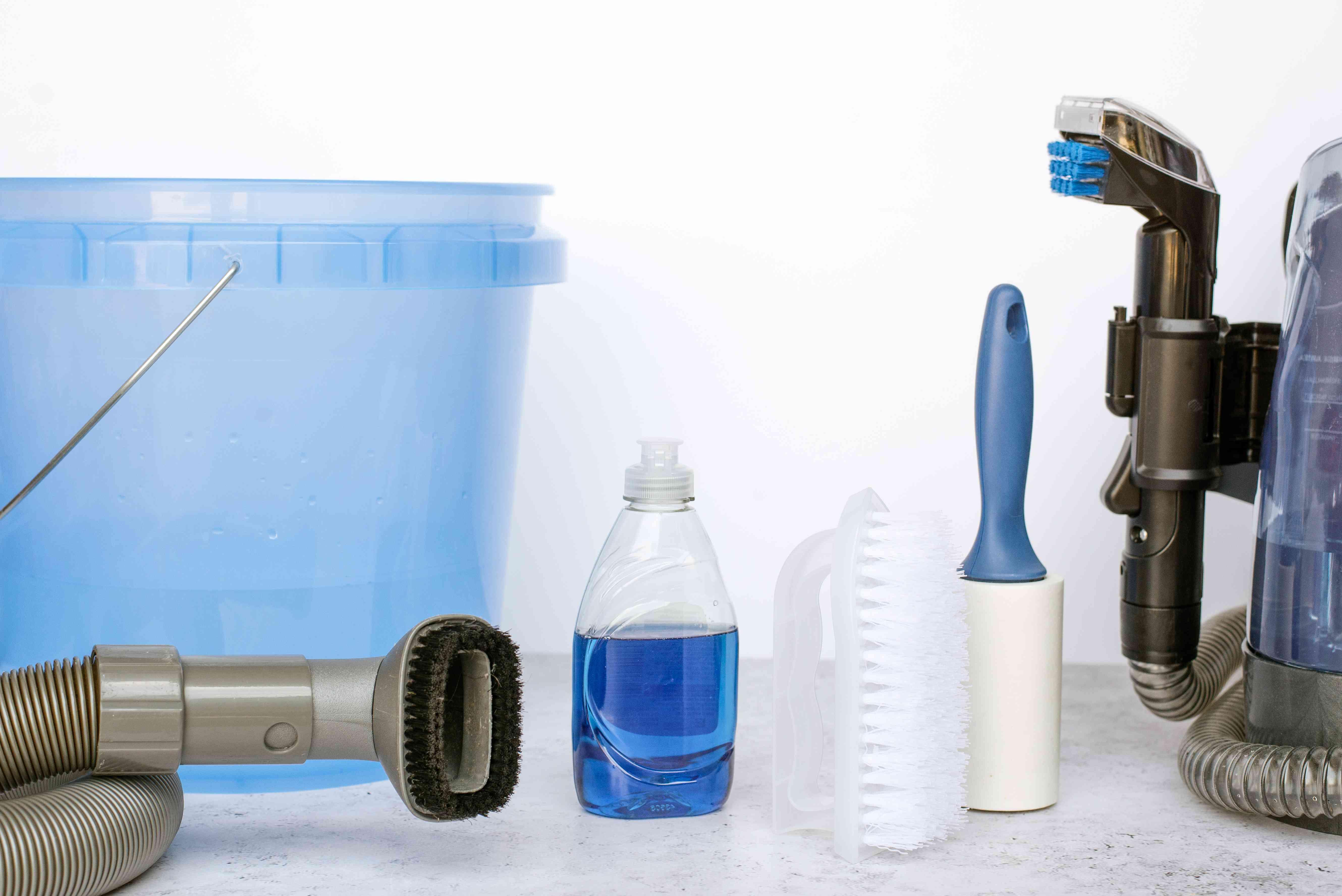 Materials and tools to clean car mats