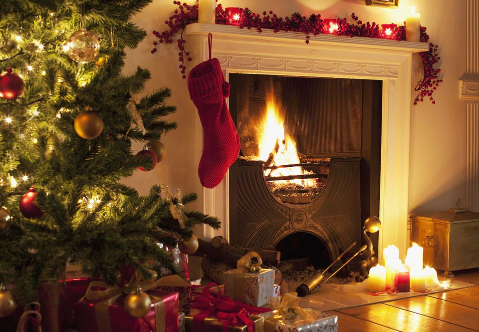 Christmas Mantel Ideas.34 Easy And Elegant Christmas Mantel Decoration Ideas