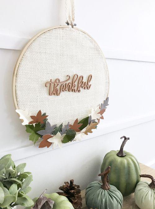 Aro de bordar con la palabra agradecido