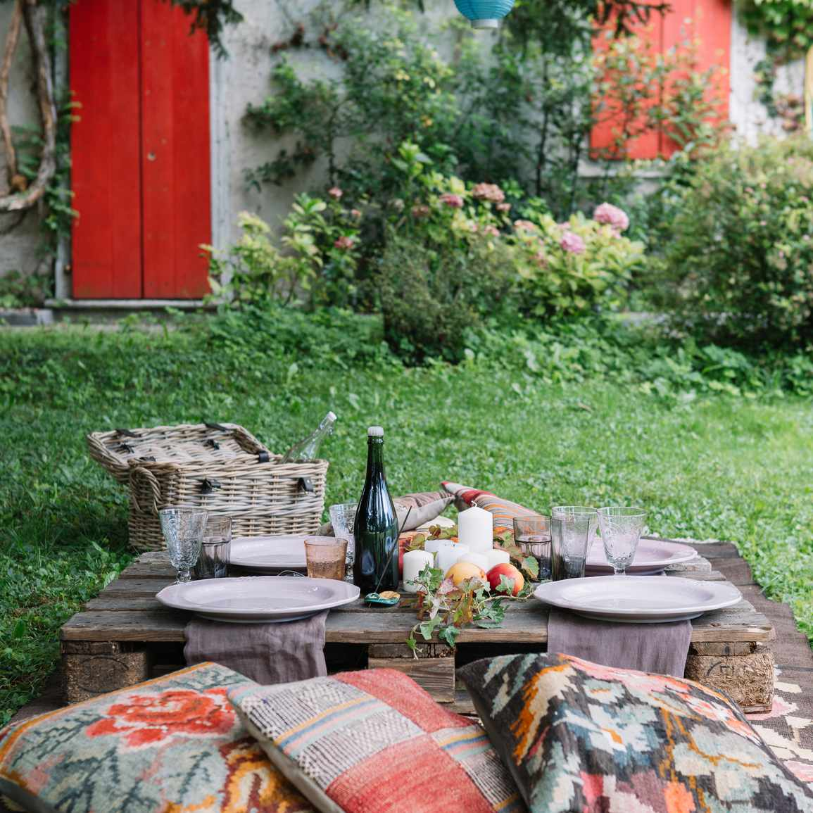Outdoor pillows around table setting