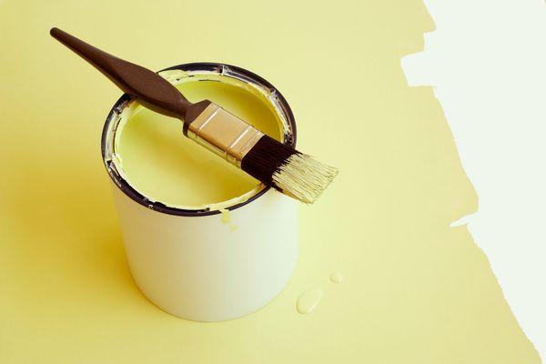 Paint brush and tin