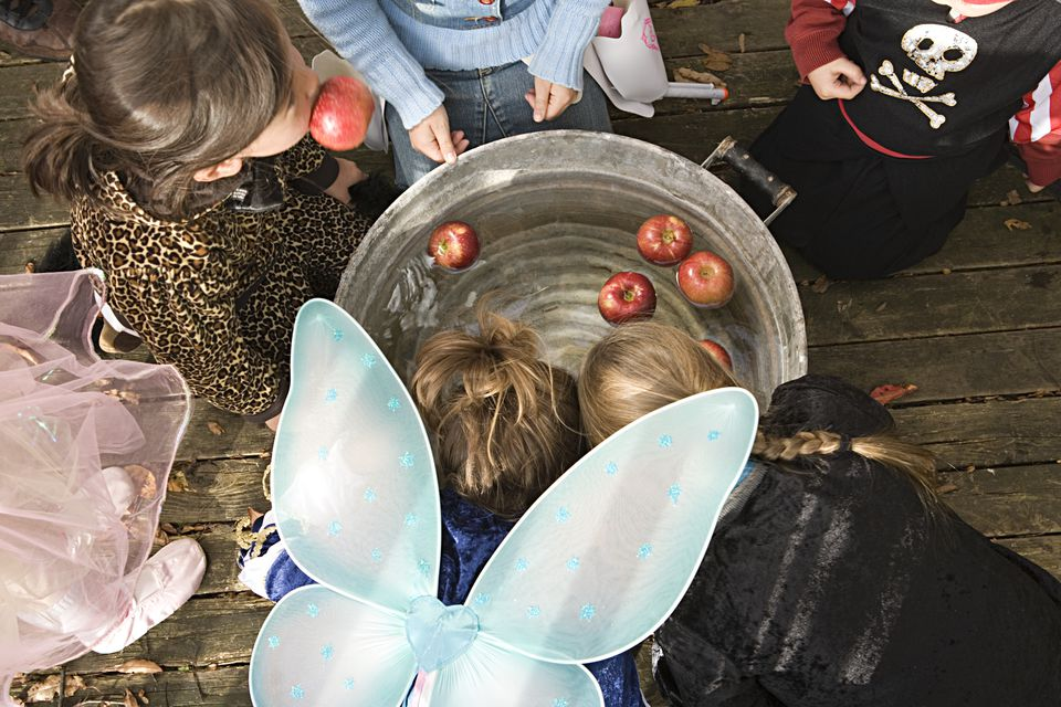 Children apple bobbing