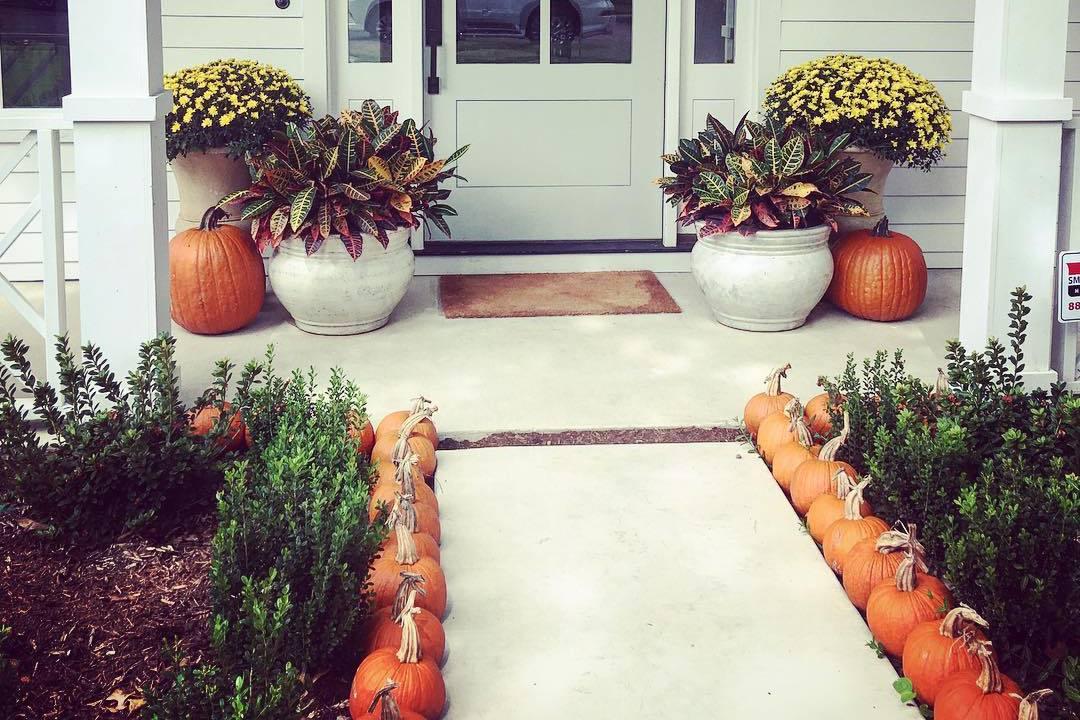 platt de arreglo de porche de flores de otoño simple