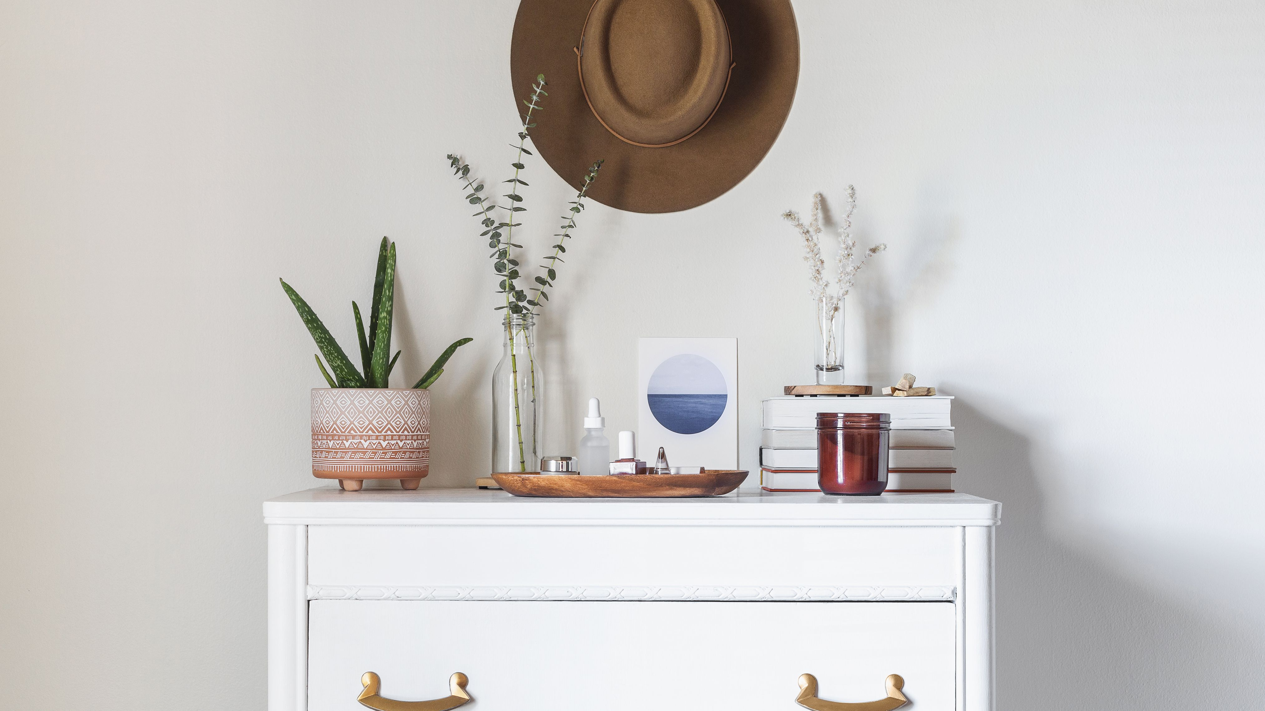 6 Steps For Decorating Your Dresser Top
