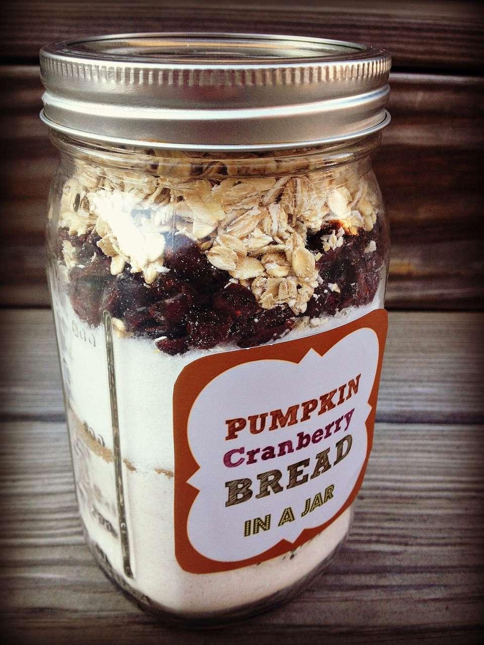 Creative hostess gifts that you can diy diy pumpkin cranberry bread in a mason jar solutioingenieria Choice Image