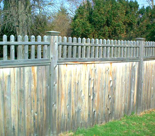 Picture of a privacy fence with balusters.