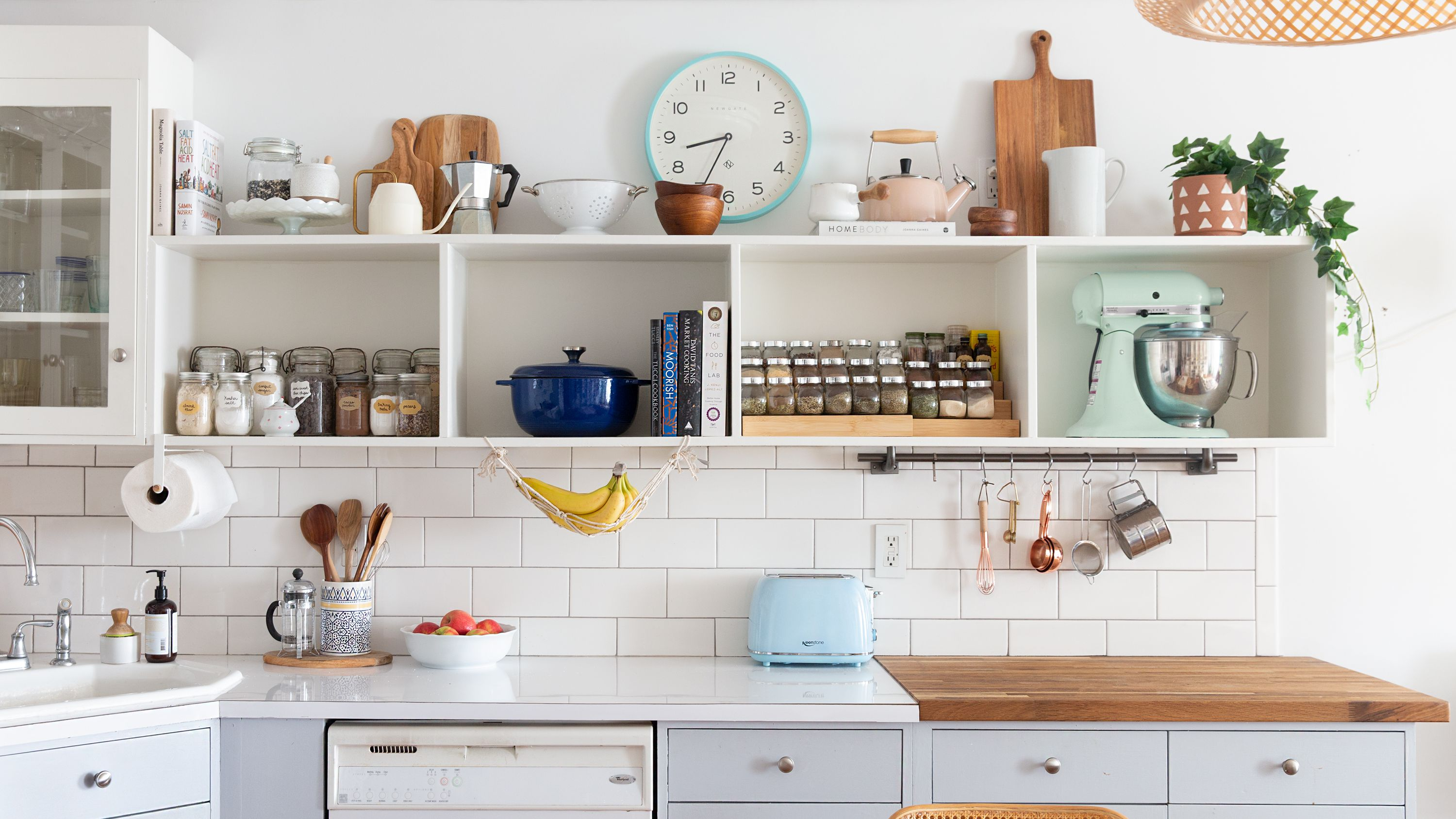 9 Ways to Decorate Above Your Kitchen Cabinets