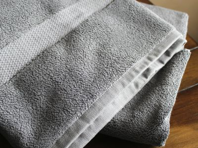 Pinzon Heavyweight Luxury 820-Gram Bath Towel