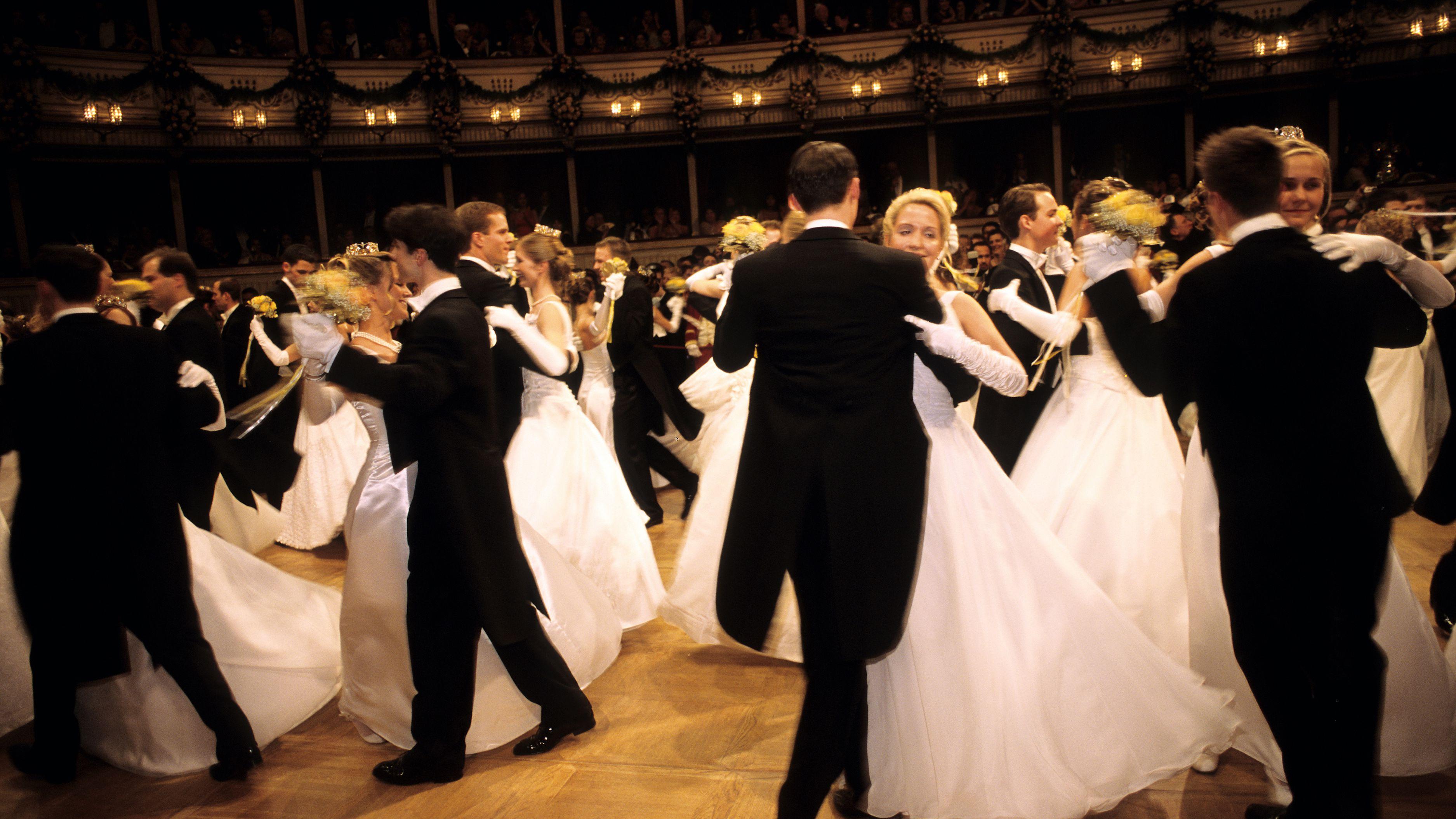 Proper Etiquette While Ballroom Dancing