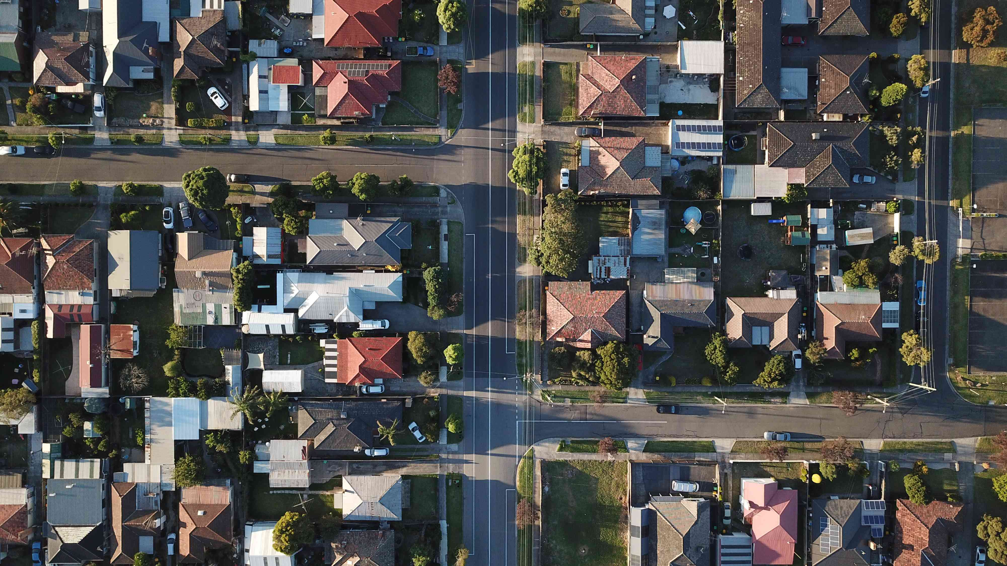 aeriel view of T intersections in a neighborhood