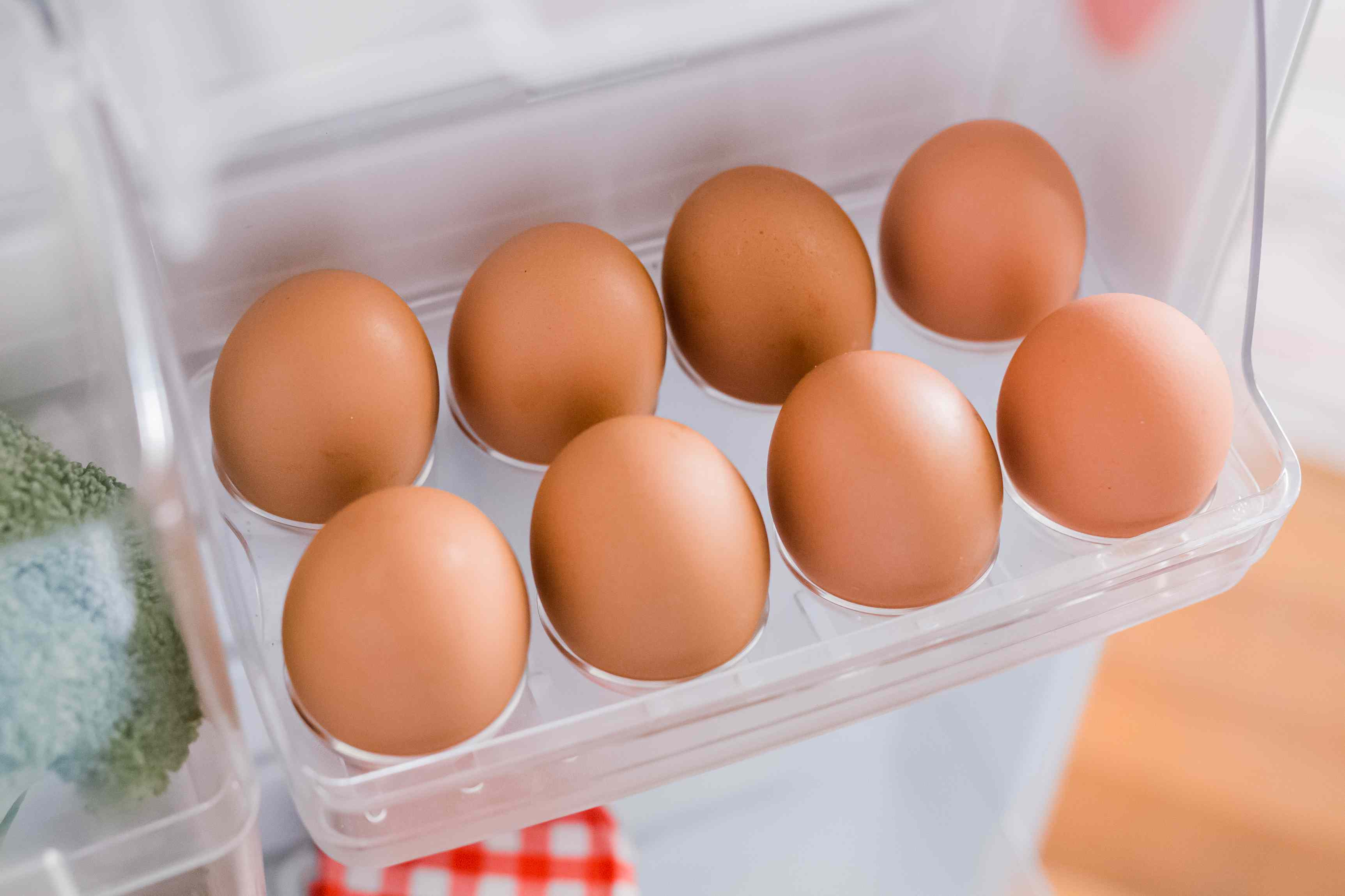 storing eggs in the refrigerator