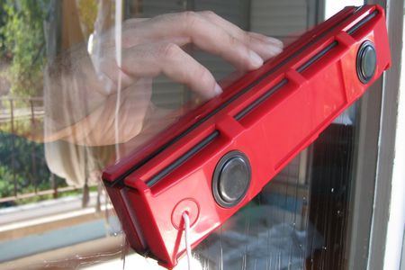 Glider Magnetic Window Clean