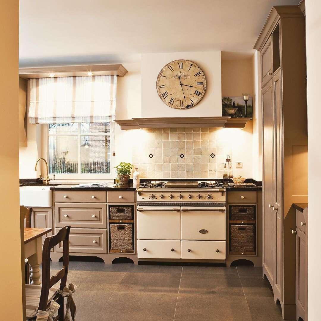 Grey old fashion style kitchen