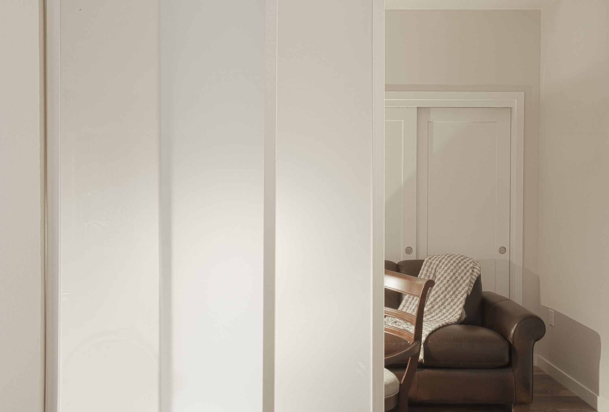 Living room with frosted glass sliding door dividers