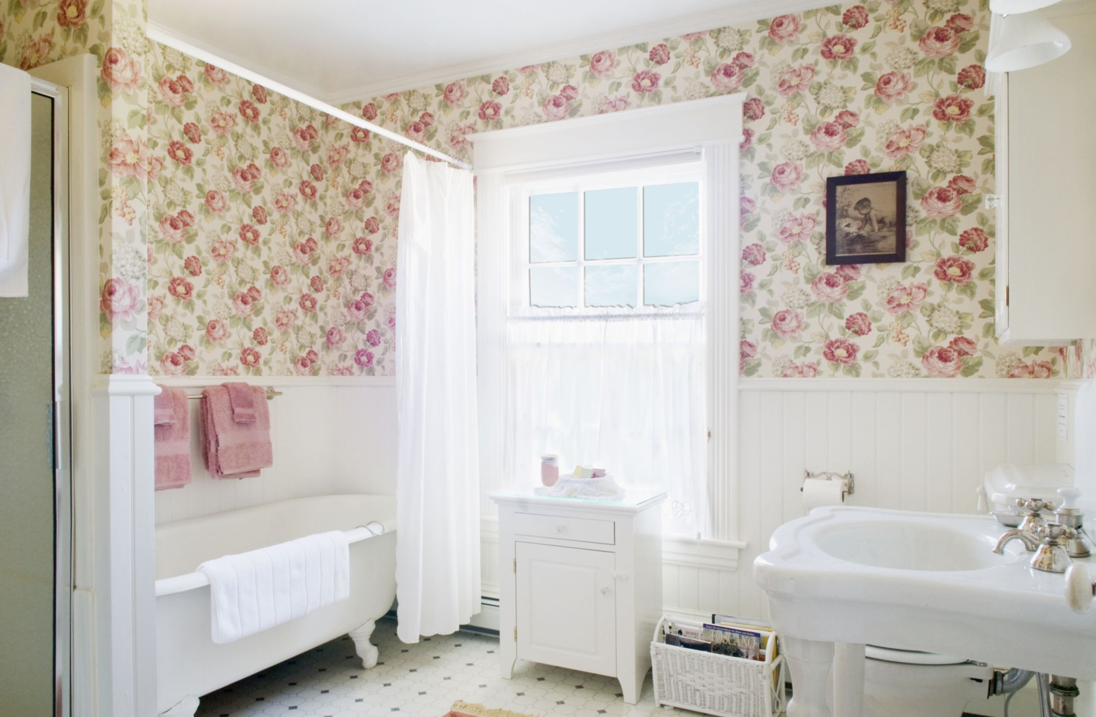 12 Ways To Use Floral Decor in Your Bathroom