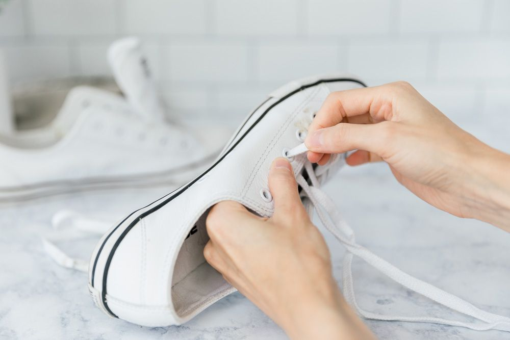 removing shoelaces