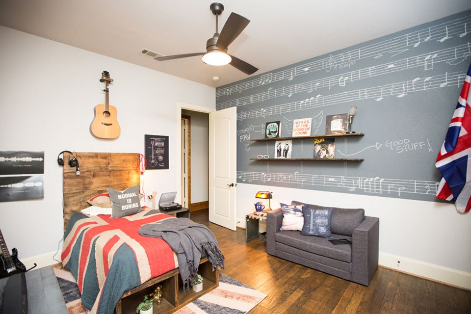 Music themed teen boy room