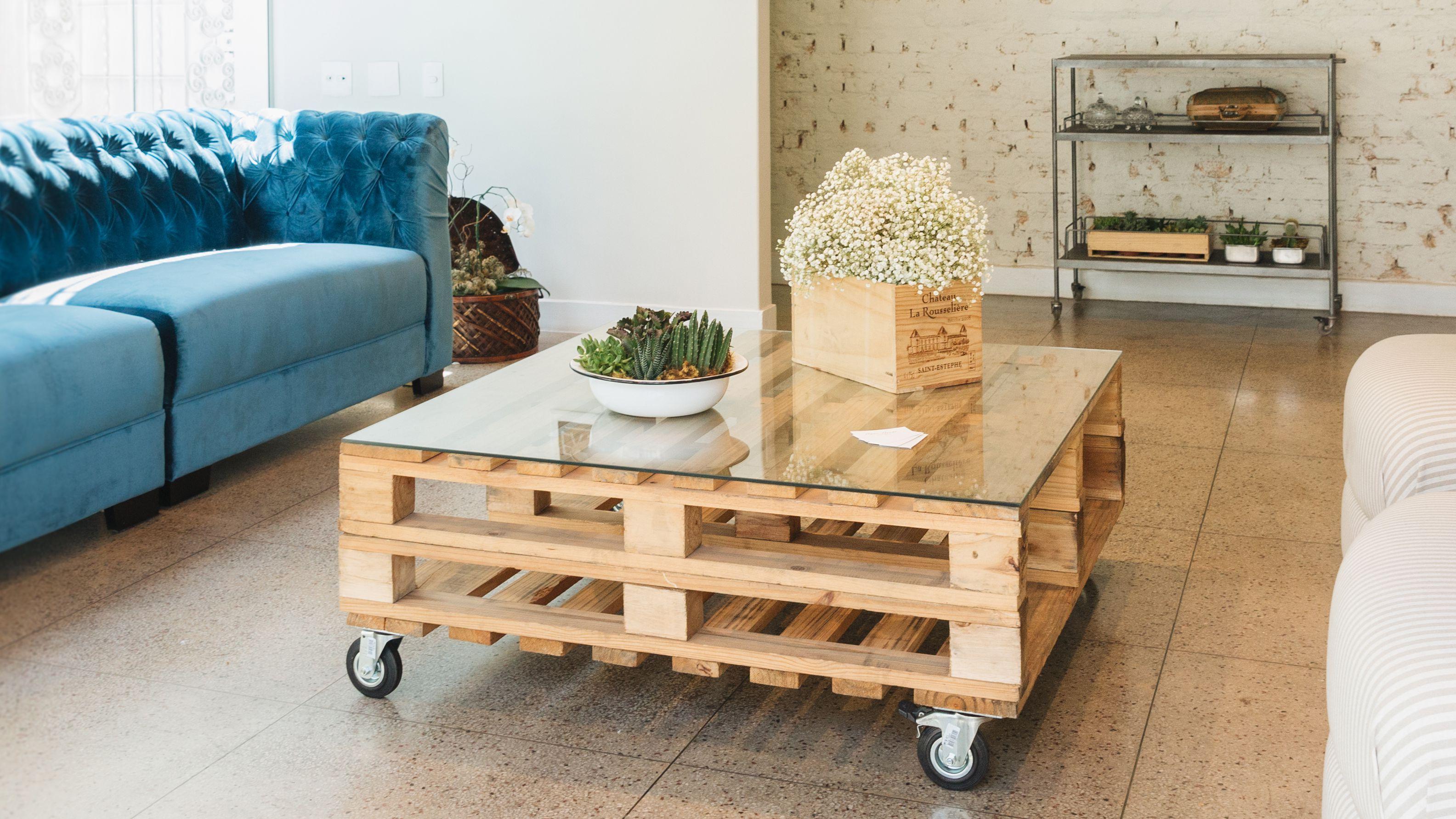 16 Free Pallet Furniture Plans