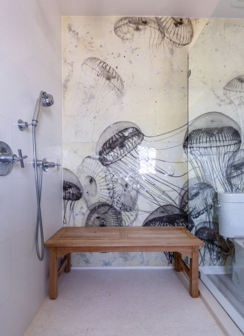 pared de medusas azulejo en el baño