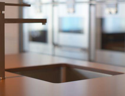 solid surface vs quartz countertop. Black Bedroom Furniture Sets. Home Design Ideas