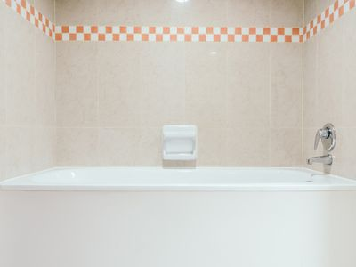 Fabulous Consider A Liner When Your Bathtub Or Shower Goes Bad Download Free Architecture Designs Scobabritishbridgeorg
