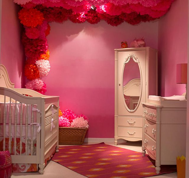 Vivero rosa y naranja con paredes de ombre