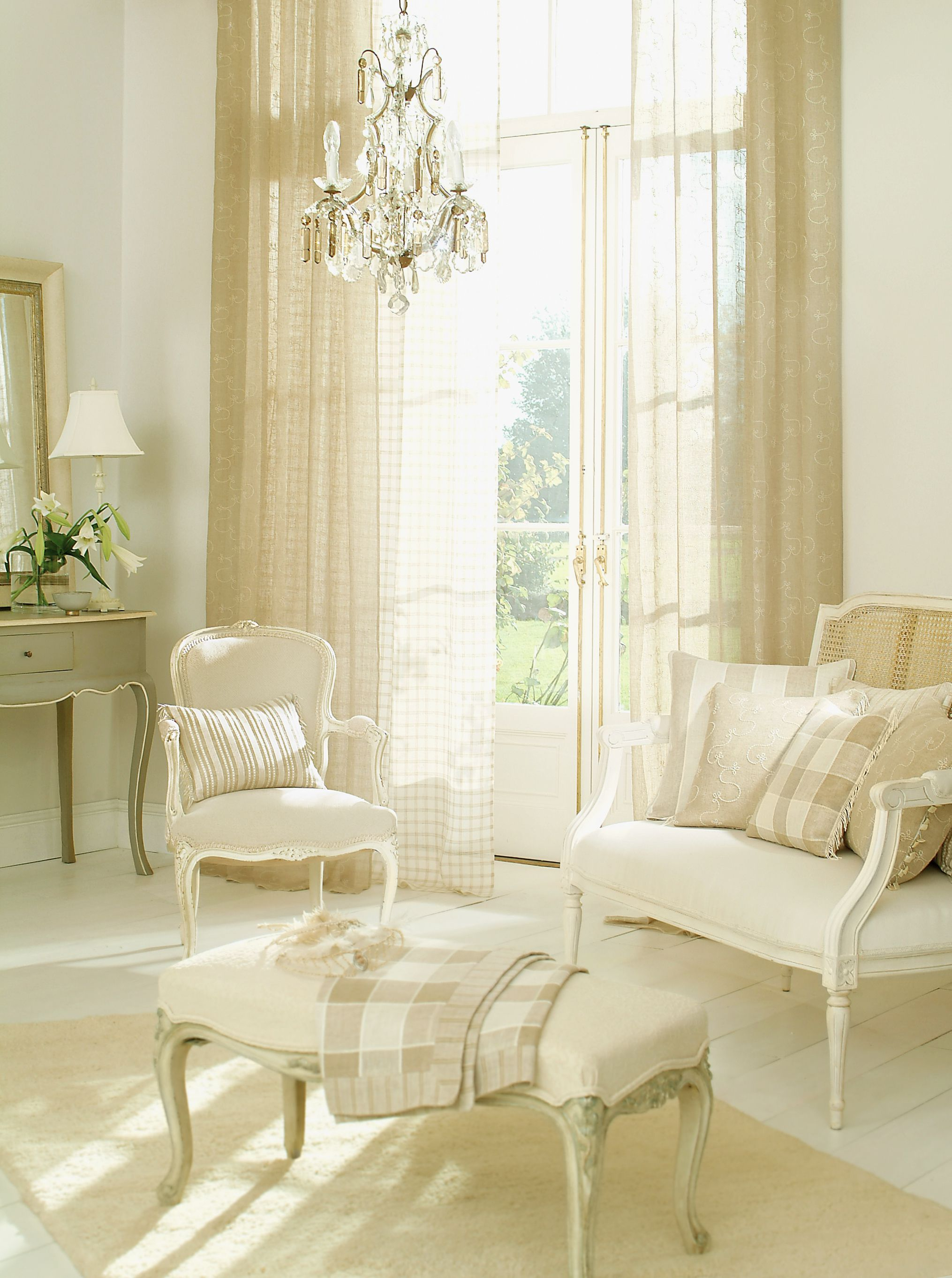 Living Room Curtains on Living Room Drapes Ideas  id=19163