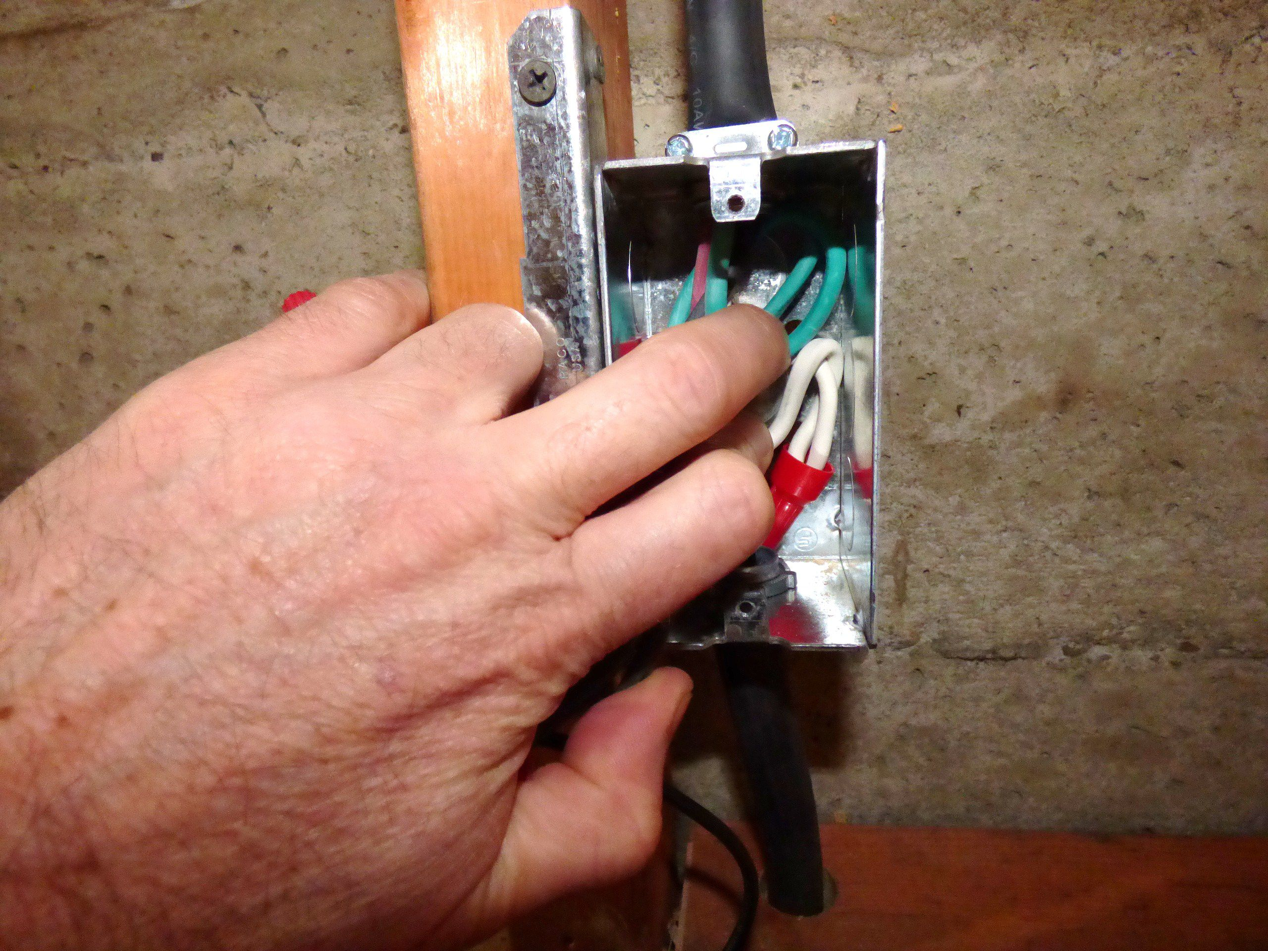 How To Install 240 V Line Voltage Thermostat For Heater Like A Wire Can Carry Electricity In The Circuit Below Wiring