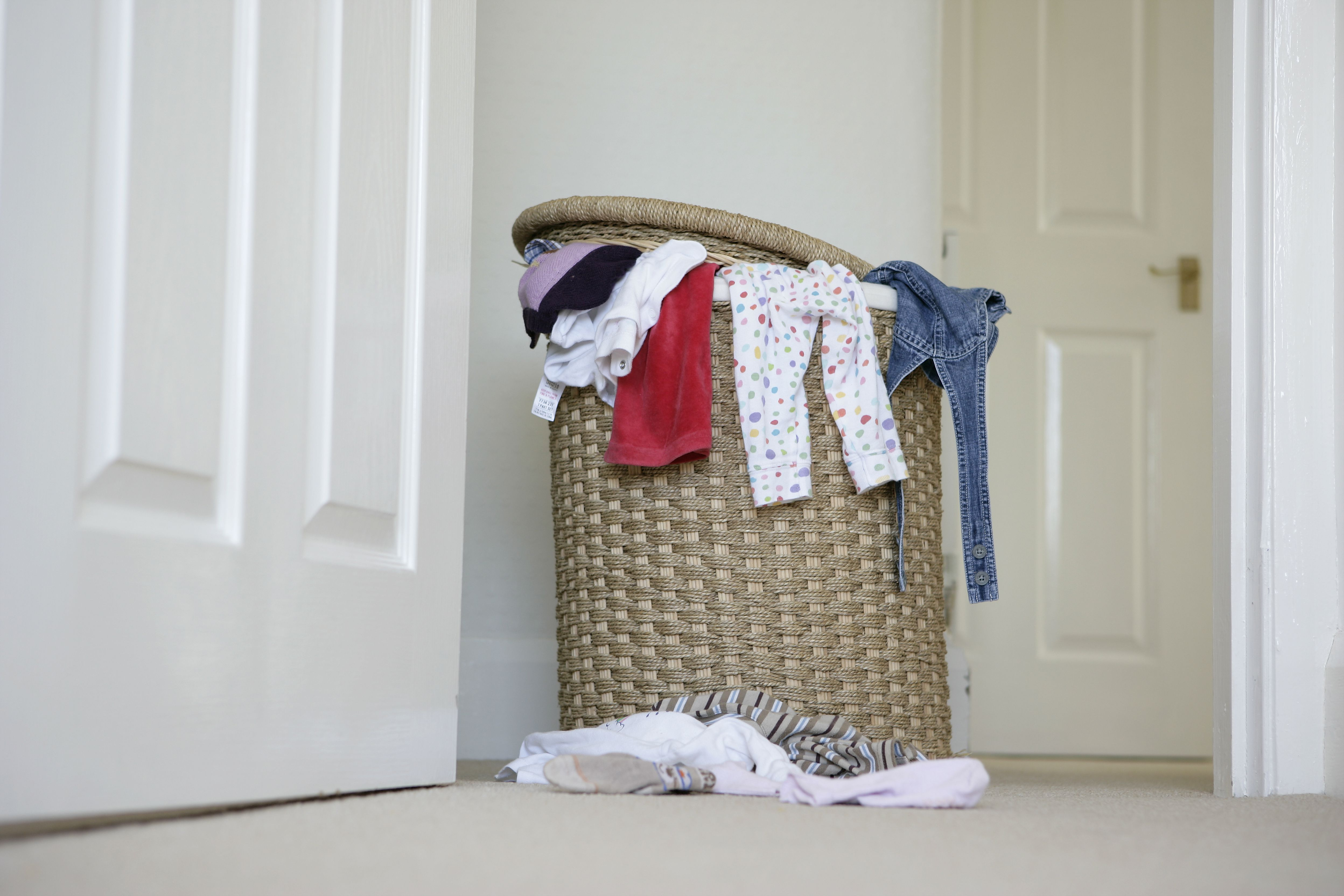 How To Remove Laundry Clothes Hamper Odor