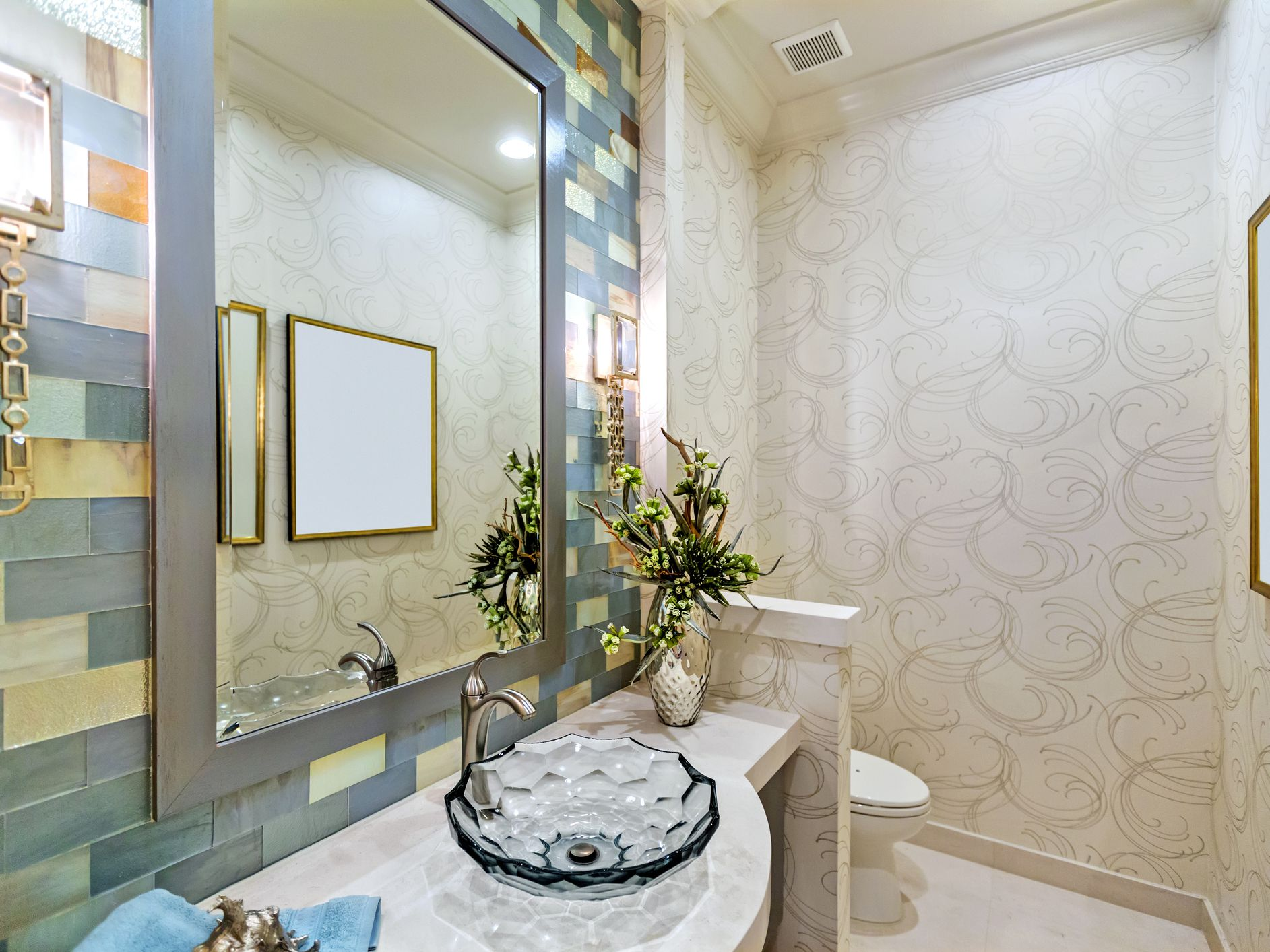 32 Fancy Bathroom Designs