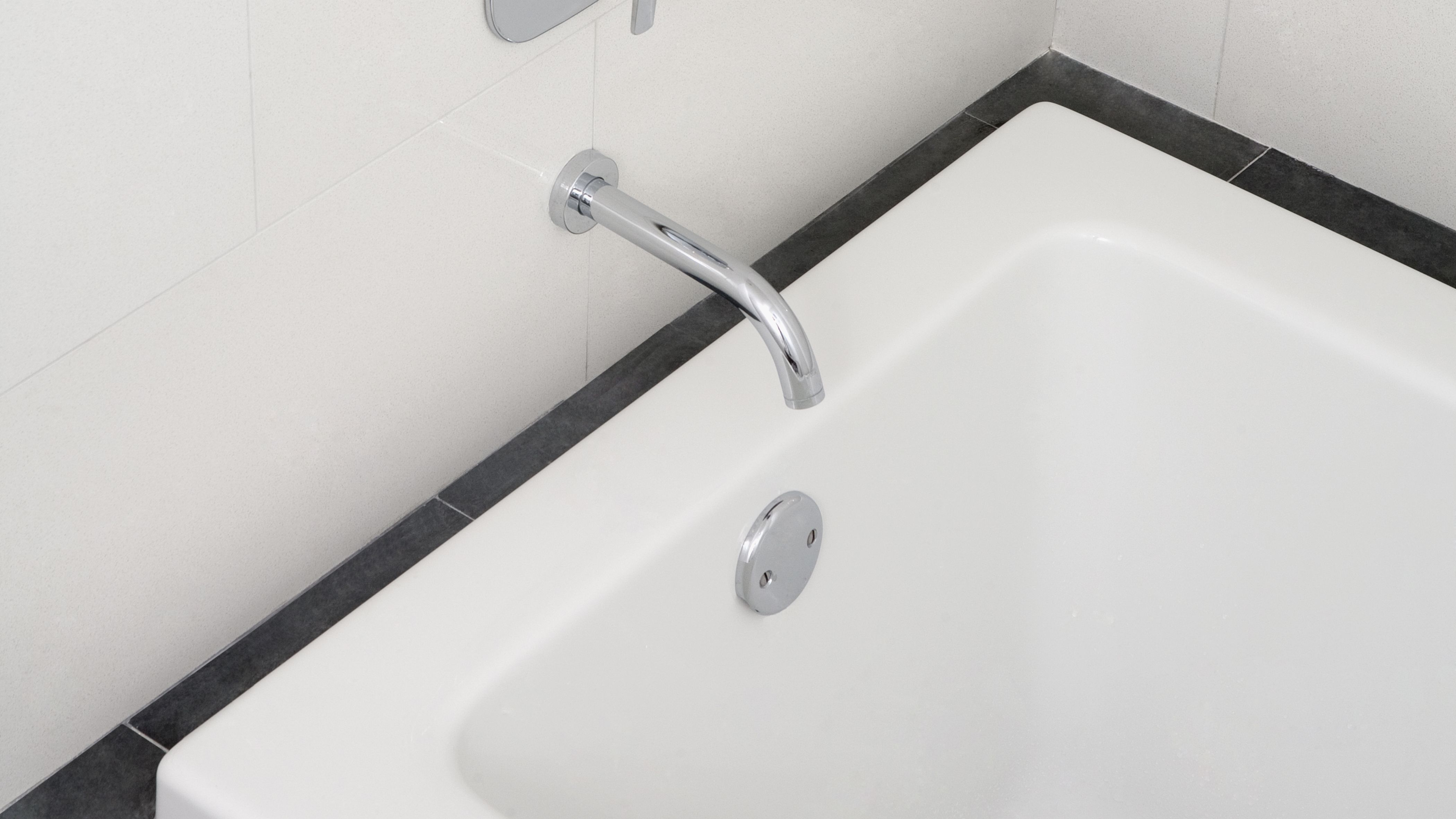 How To Fix A Leaking Bathtub