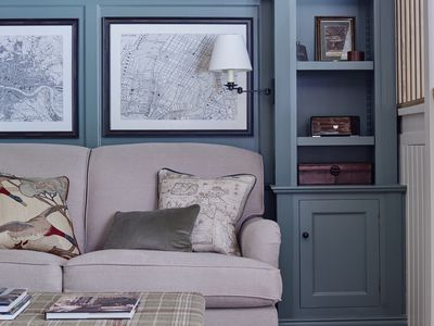 Living room with blue tones b y Sims Hildtich