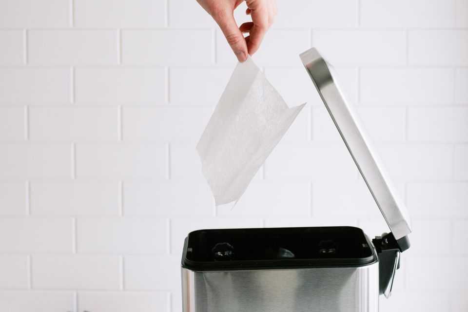 using dryer sheets to combat trash can odors