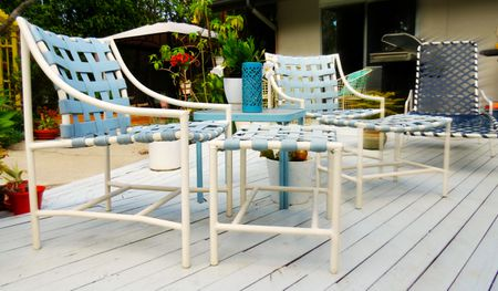 Cheap Patio Furniture: Thrift, Antique, and Architectural Salvage Stores - Sources For Cheap Outdoor Patio Furniture