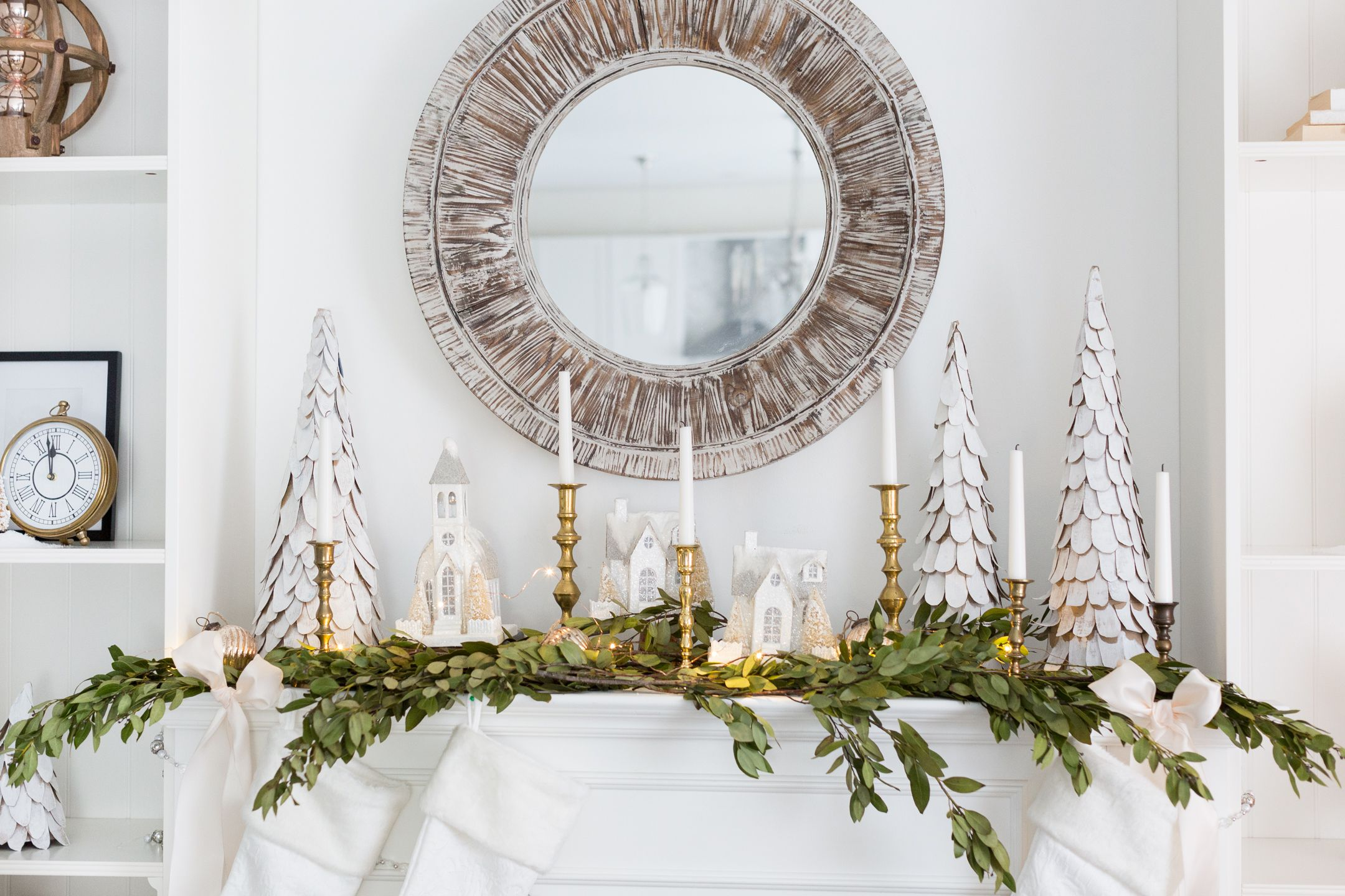 34 Easy and Elegant Christmas Mantel Ideas