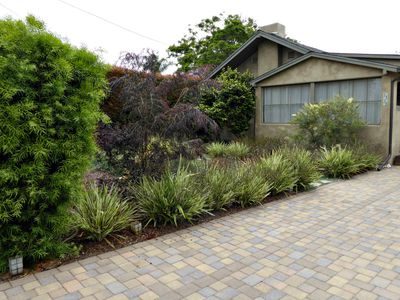 See A California Coastal Front Yard Get Drought Tolerant Makeover Landscaping Ideas