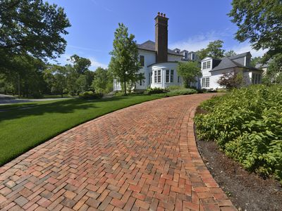 Is a tar and chip driveway right for your home what are the fundamentals of using brick pavers for driveways solutioingenieria Choice Image
