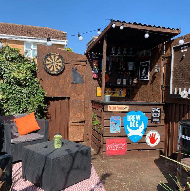 pub en el patio trasero