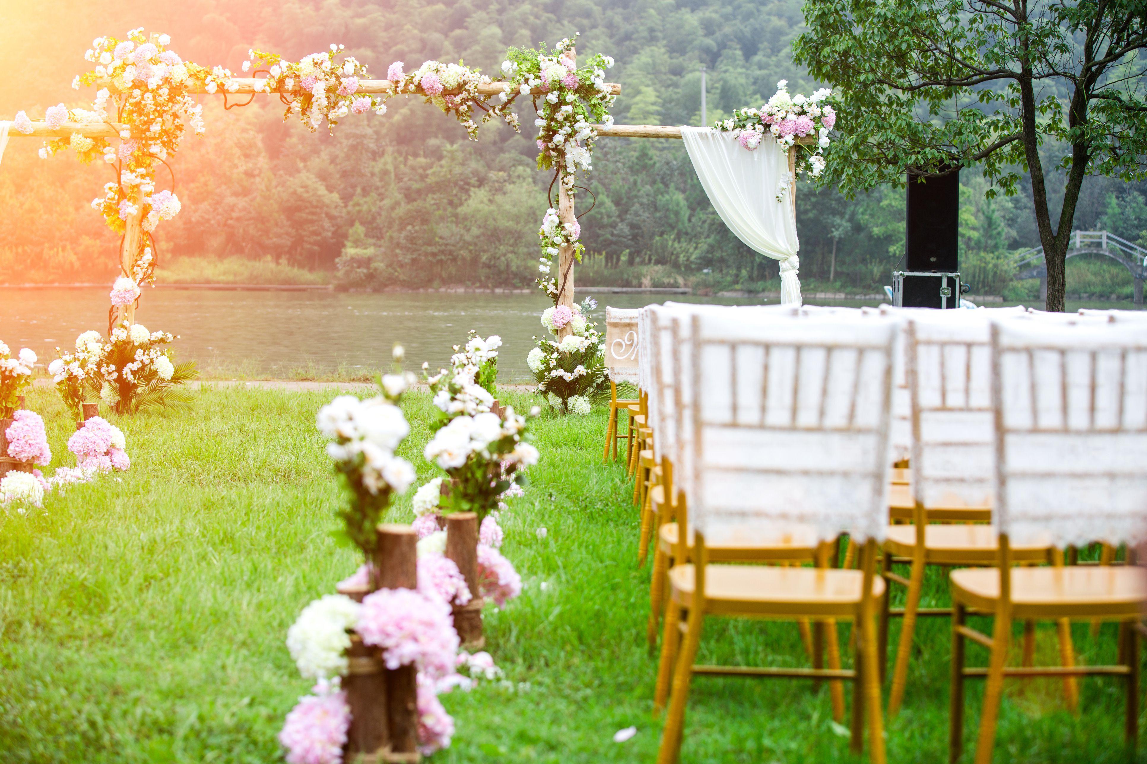 Tips For Attending An Outdoor Summer Wedding