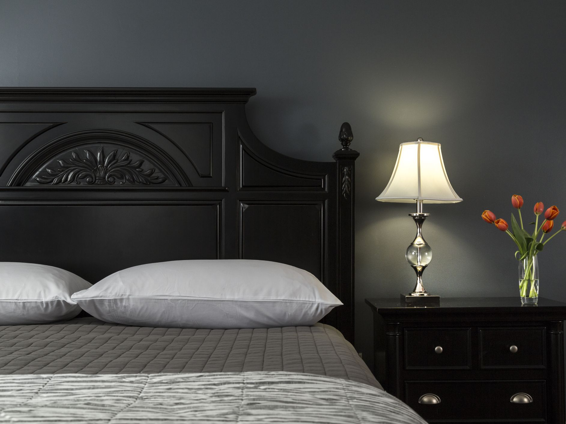 Picture of: Decorating Ideas For Dark Colored Bedroom Walls