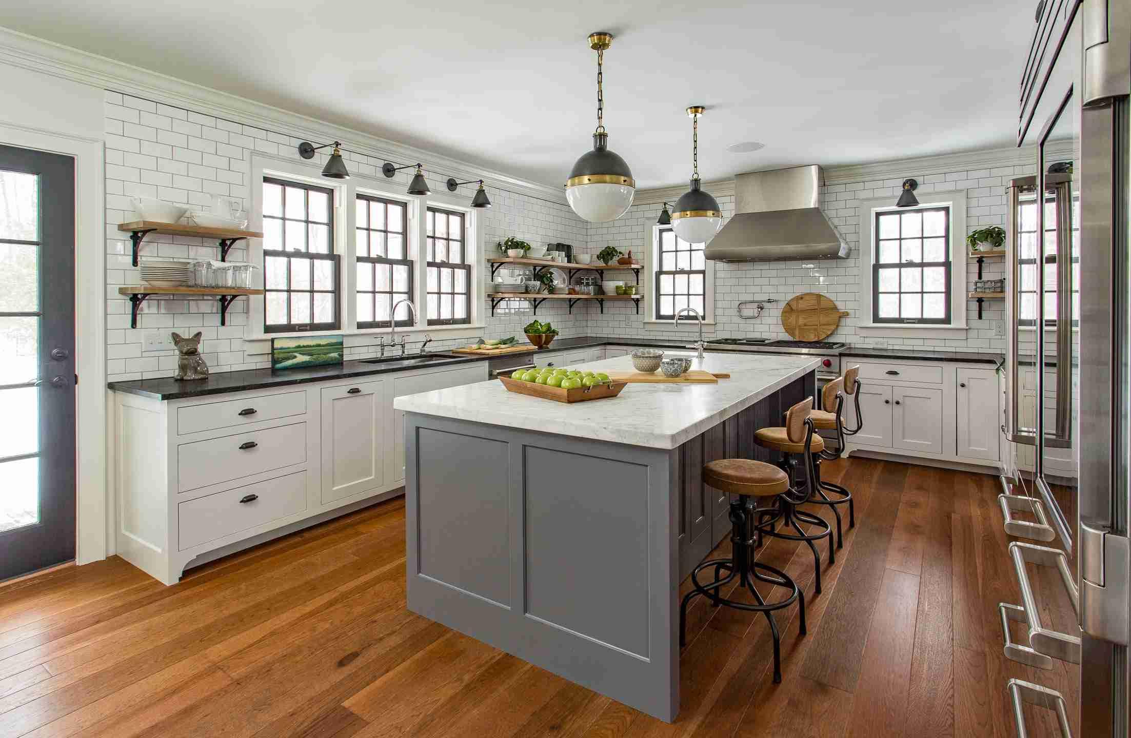 Farmhouse-kitchen-wood floor