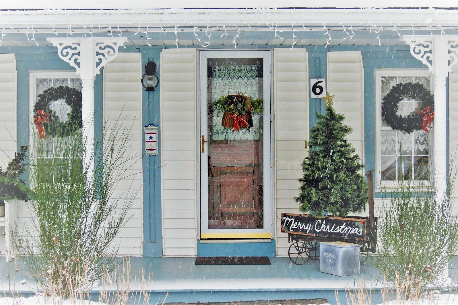 39 best christmas porch decorations - Decorating Porch For Christmas Country