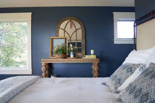 Benjamin Moore Van Deusen Blue HC-156 in a bedroom