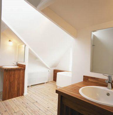 Idea de baño principal de madera natural