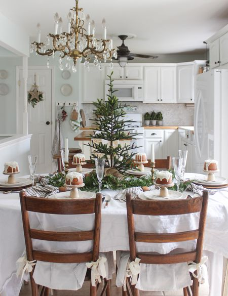 Surprising 22 Pretty Christmas Table Decorations And Settings Interior Design Ideas Clesiryabchikinfo