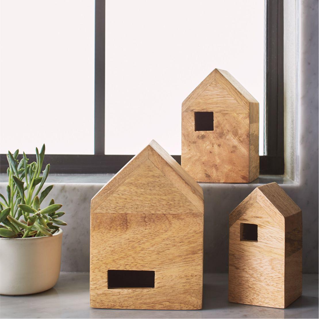 cajas de madera con forma de casas
