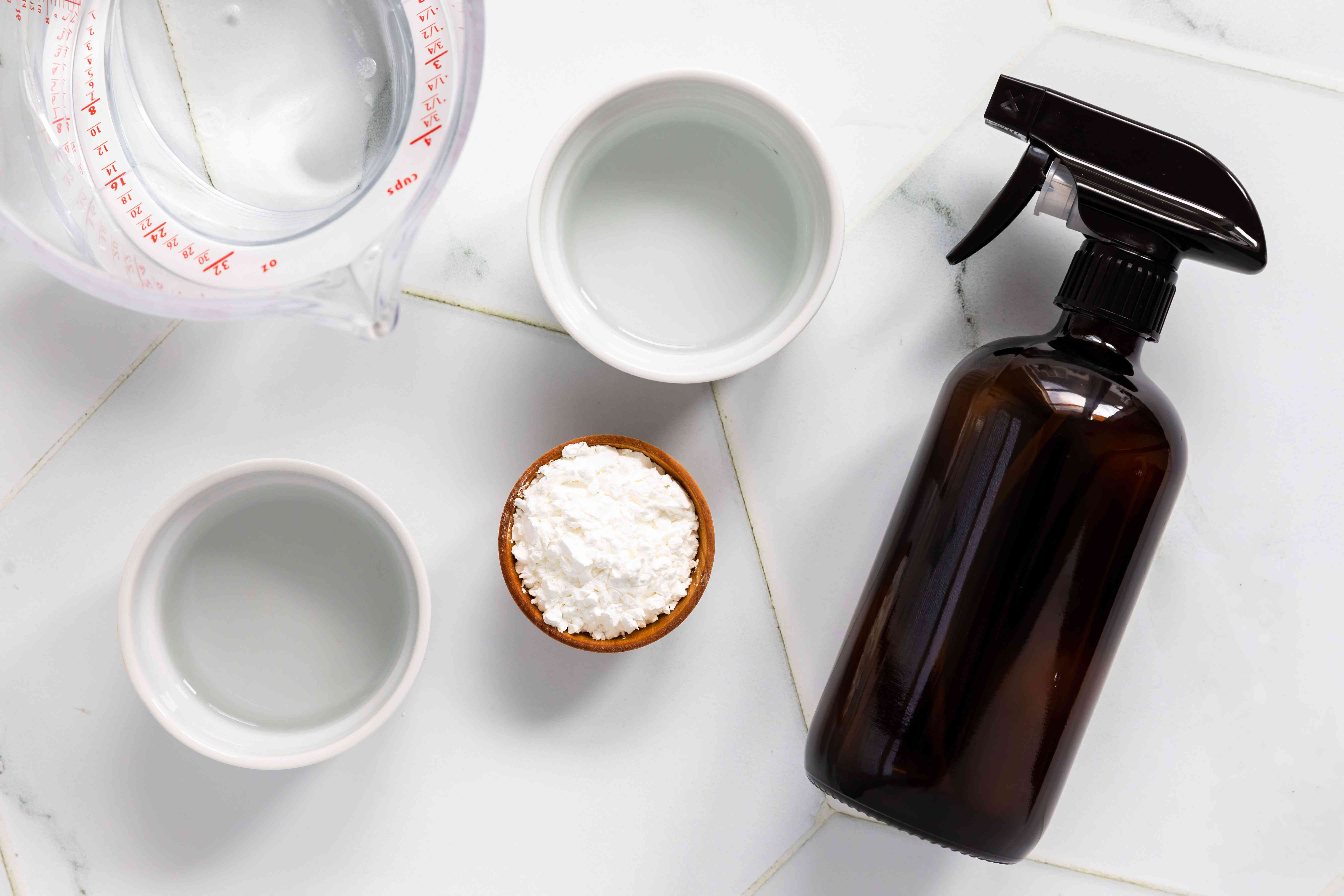 Ingredients for cornstarch cleaning spray