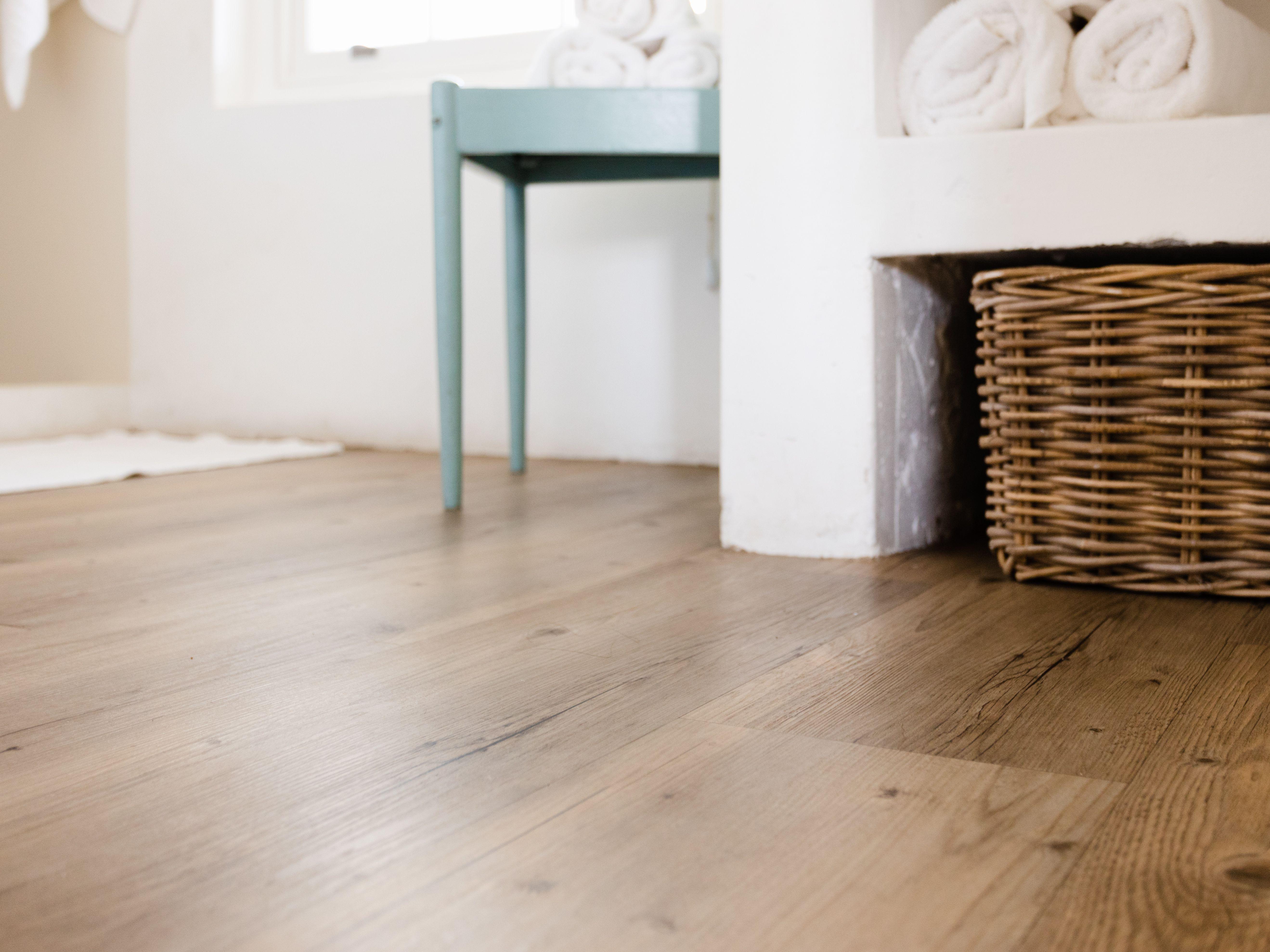 Best Vinyl Plank Flooring For Your Home, Is Loose Lay Vinyl Plank Flooring Waterproof